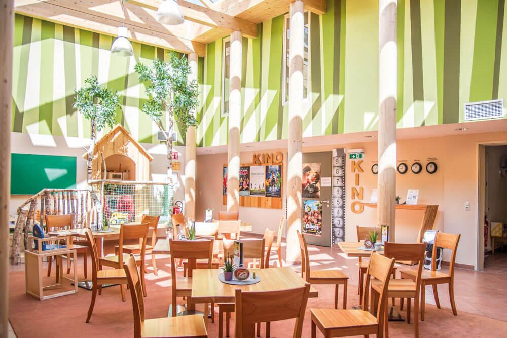 mur jufa murau lobby cafe kinderspielbereich kino projektwoche projekttage schullandwoche jugendherberge