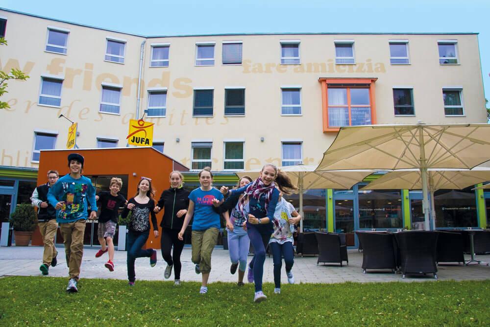 non salzburg nonntal stadt aussen schueler projektwoche klassenfahrt staedtreise hostel